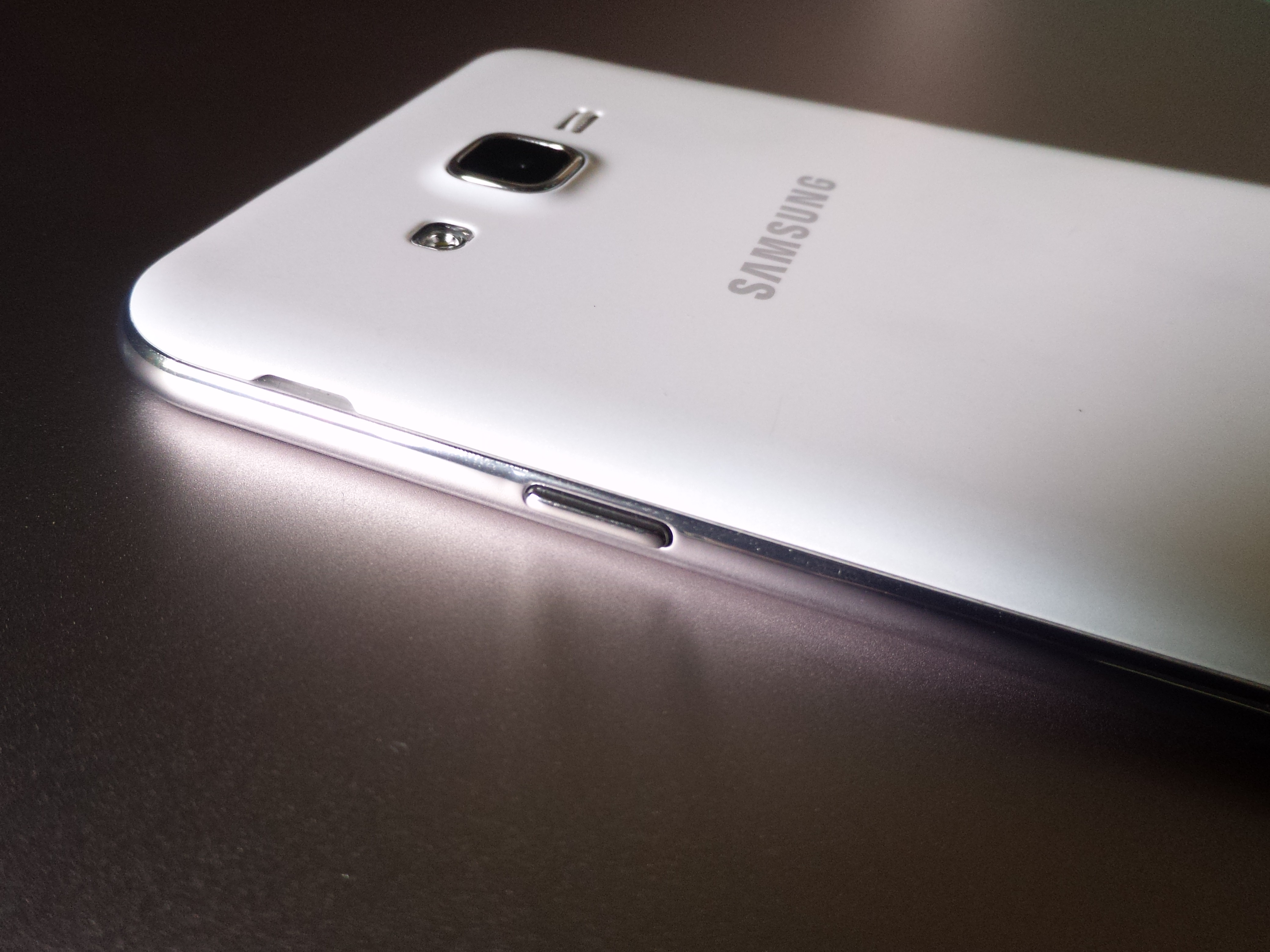 samsung-galaxy-j7-review-jovially-loveable